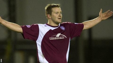 New Dundee signing Steven Doris