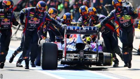 Mark Webber's Red Bull loses a wheel