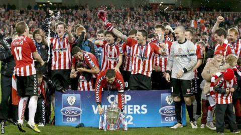 Derry City celebrate wining the 2012 FAI Cup