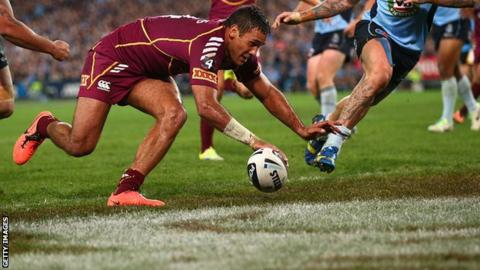 Justin Hodges of Queensland scores try