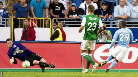 Hibernian goalkeeper Ben Williams blocks a shot by Malmo forward Tokelo Rantie