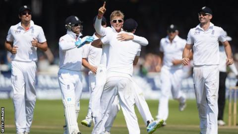 Joe Root celebrates the removal of Usman Khawaja