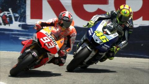 Marc Marquez passes Valentino Rossi at 'The Corkscrew'