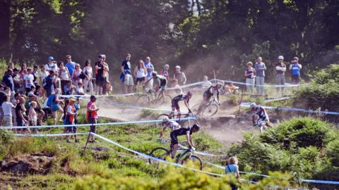The Championships were held on Sunday 21 July, with the warm weather producing dry, dusty conditions for the competitors
