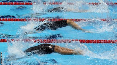 Swimming relay event