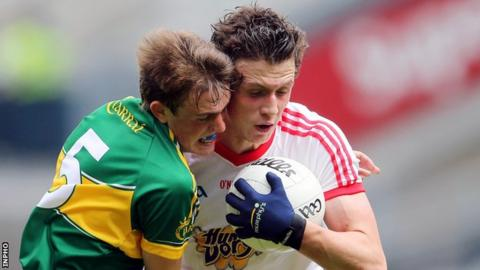Kerry's Matthew Flaherty battles with Ronan Nugent