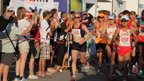 Mel Jewett on her way to bronze in the marathon