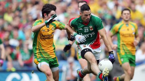 Ryan McHugh tracks the progress of Cathal Carolan as Donegal take on Mayo in the final All-Ireland quarter-final