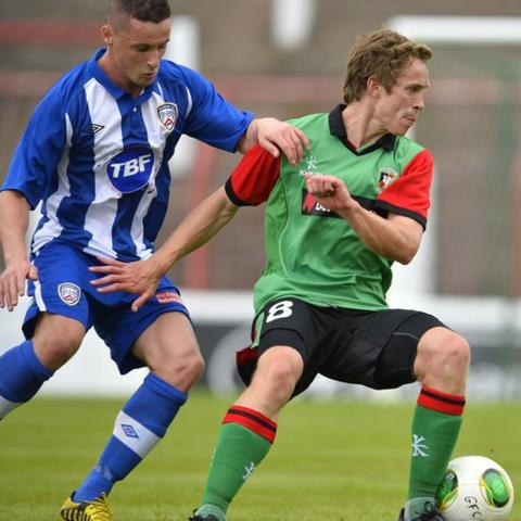 Coleraine's Ruairi Harkin challenges Glentoran opponent David Howland during the 1-1 draw at the Oval