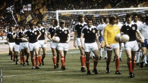 McQueen played in the Scotland team that won 2-1 at Wembley in 1977