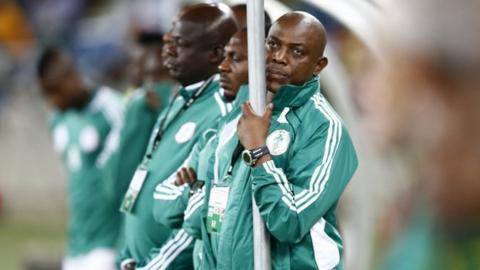 Nigeria coach Stephen Keshi (right)