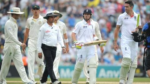 Michael Clarke (extreme left) and Kevin Pietersen (far right) have an exchange of views