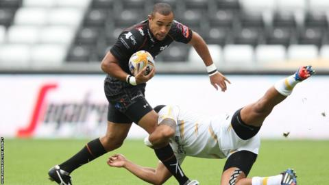 Ospreys wing Eli Walker takes on Worcester in a pre-season friendly at the Liberty Stadium
