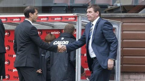 Managers Jackie McNamara and Tommy Wright shake hands