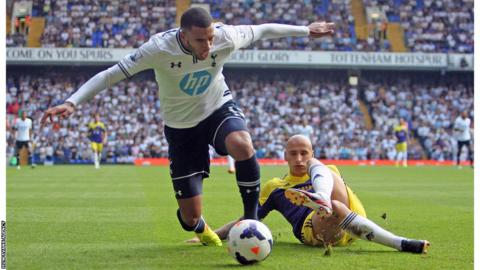 Swansea midfielder Jonjo Shelvey fouls Tottenham's Etienne Capoue