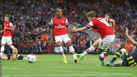 Aaron Ramsey fires in Arsenal's opener in their clash against Fenerbache in the Champions League play-off second leg