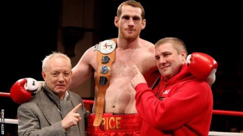 David Price (centre) with promoter Frank Maloney (left) and former trainer Franny Smith