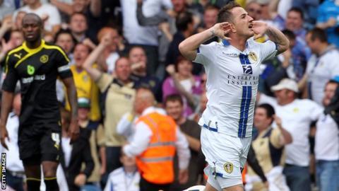 Ross McCormack (right) celebrates scoring against Sheffield Wednesday