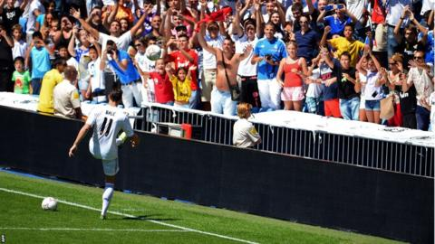 Gareth Bale with the Real Madrid fans
