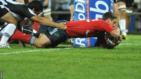 Ian Keatley goes over for Munster's fourth try