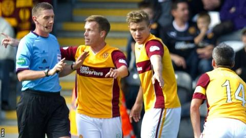 Craig Thomson is confronted by Motherwell players