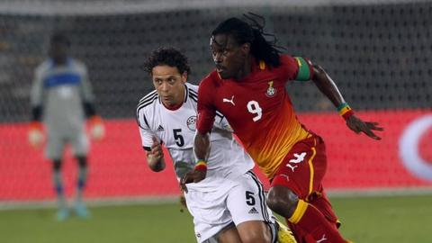 Egypt's Ibrahim Salah (left) fights for the ball against Ghana's Derek Boateng