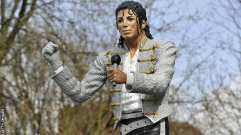 Michael Jackson statue at Craven Cottage