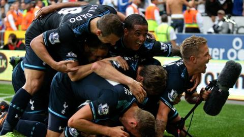 Spurs players celebrate winning in Cardiff