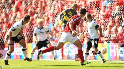 Jack Hobbs heads in for Nottingham Forest