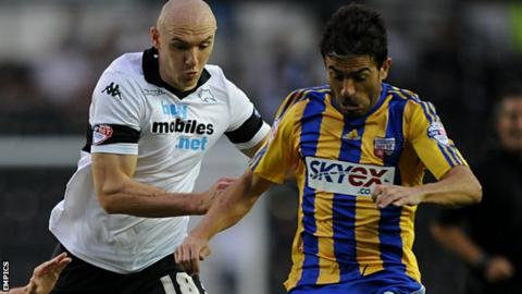 Conor Sammon and Javi Venta (r)