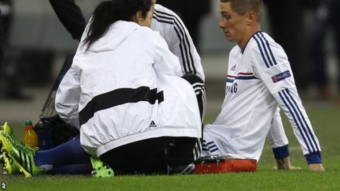 Fernando Torres receives treatment from the Chelsea medical staff in Bucharest
