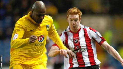 Michael Duberry tackles Sheffield United's Dave Kitson