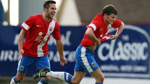 Andrew Waterworth and Philip Lowry scored the second and third goals in Linfield's 3-1 win over Glenavon