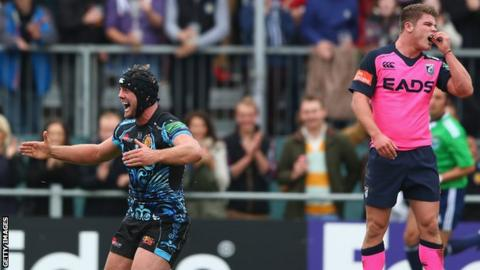 Cardiff's Harry Robinson (right) looks on as Exeter's Dean Mumms celebrates a try