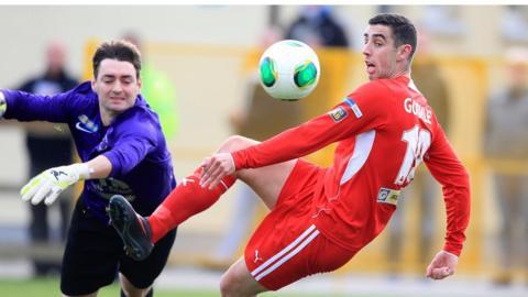 Substitute Ballinamallard goalkeeper Feargal Murphy in action against Joe Gormley during Cliftonville's 2-0 win at Ferney Park
