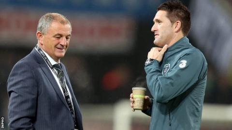 Noel King talks to Robbie Keane before Friday's 3-0 defeat by Germany in Cologne