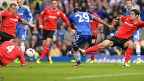 Sammy Eto'o scores Chelsea's second goal