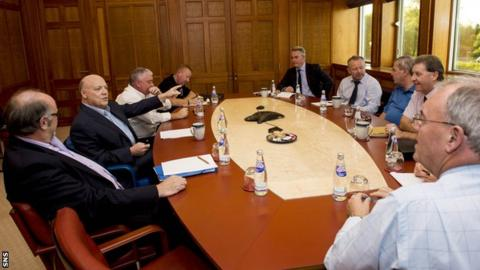 Jim McColl (pointing) and Paul Murray met with Rangers fans' representatives