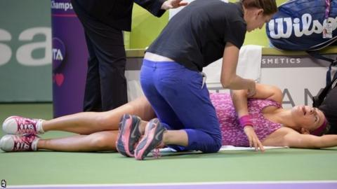 Victoria Azarenka receives attention on her injured back