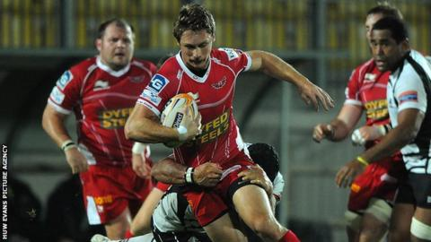 Nick Reynolds of Scarlets is tackled by Marco Bortolami of Zebre