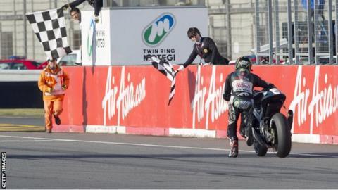 Michael Laverty pushes his bike over the finish line at Motegi