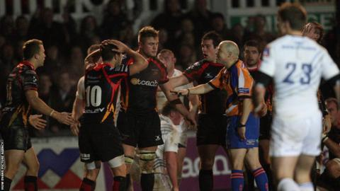 Referee John Lacey calls the teams back after disallowing Jonathan Evans's last minute try as the Dragons suffer a 23-19 defeat.