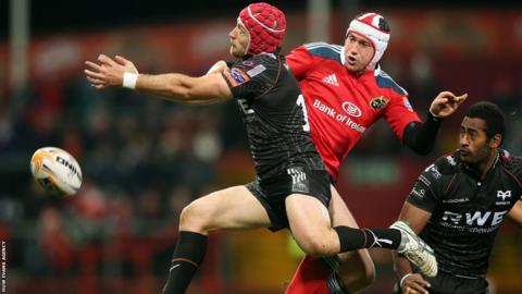 Munster's Johne Murphy challenges Richard Fussell as Ospreys lose 12-6 in the Pro12 at Thomond Park