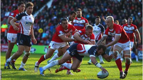 Clint Newton replies for the USA, who go on to win 24-16 and knock Wales out of the Rugby League World Cup
