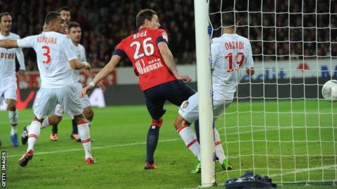 Nolan Roux scores Lille's first against Monaco