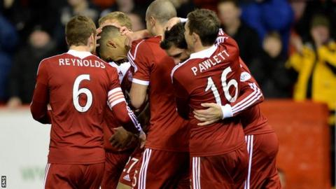 Aberdeen players celebrate Michael Hector's goal