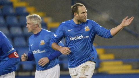 Guy Bates scored two goals in the space of a minute to earn Glenavon a draw against Crusaders