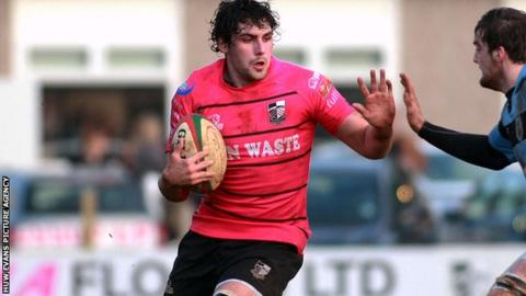 Dragons lock Cory Hill