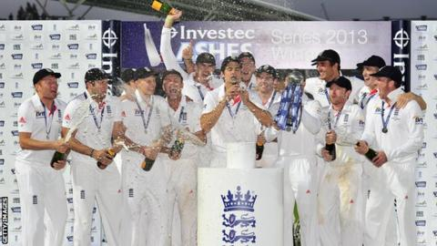 England celebrate winning the Ashes in 2013