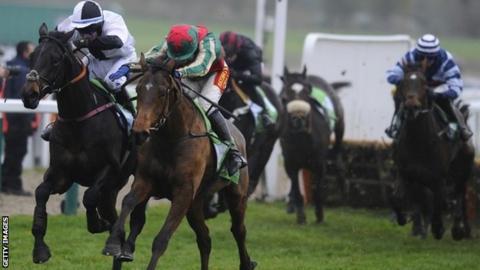 Dell'Arca battles for victory at Cheltenham